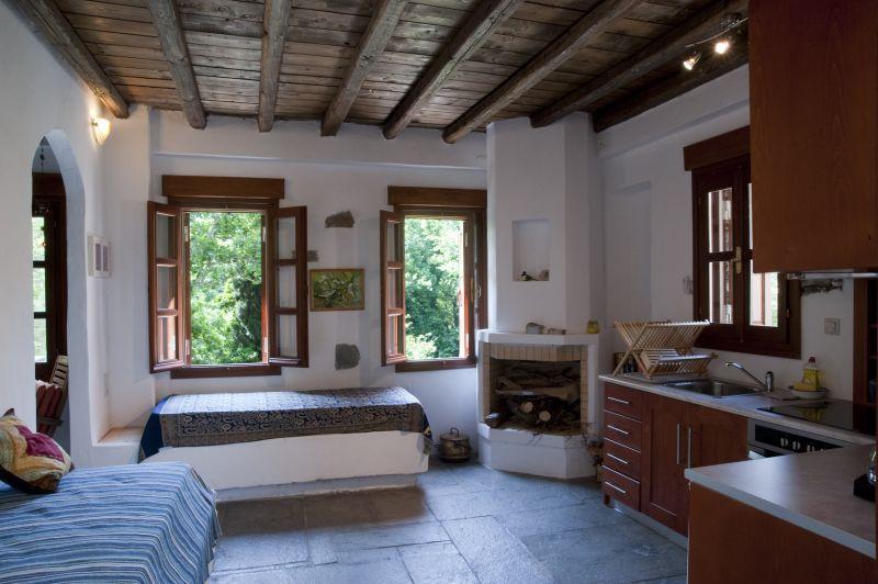 Valeondades houses huis a apartementen - Open haard keuken photo ...